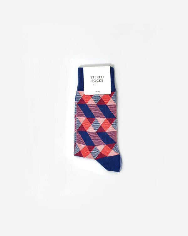 Socken mit farbigem geometischen Muster in Verpackung
