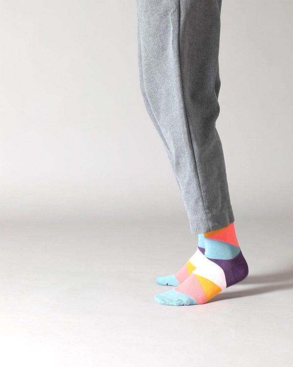 Farbige Socken in Aubergine, Hellblau, Koralle, Senfgelb und Hellrosa