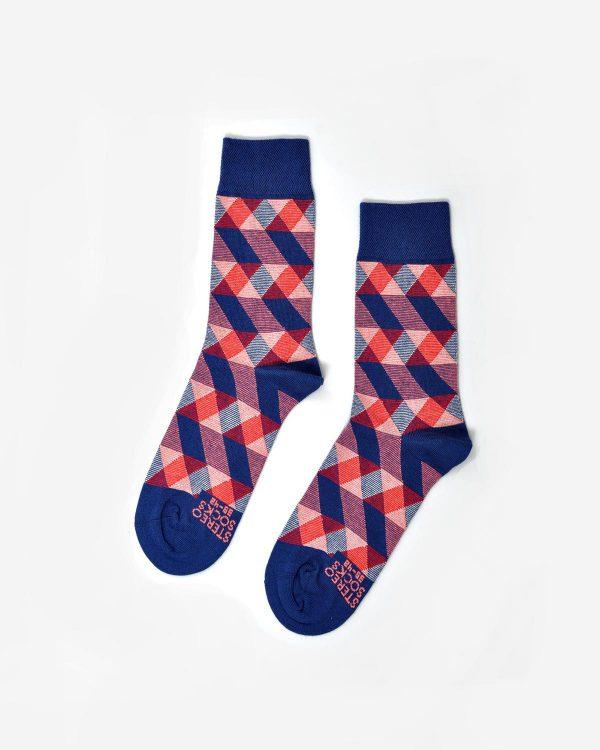 Socken mit feinem geometrischen Muster in Blau und Rot