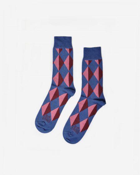 Blaue Socken mit Rautenmuster in Blau und Rosa inspiriert von Picasso