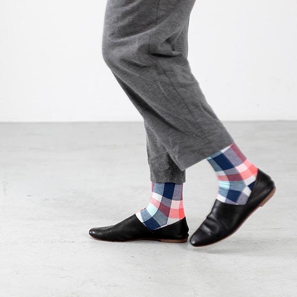 Socken mit farbigem Karomuster in Slipper