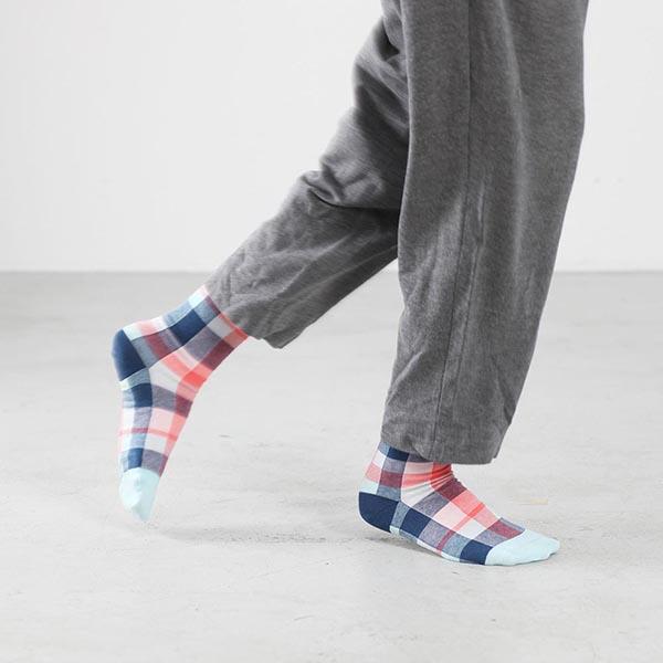 Blau und Rot karierte Socken