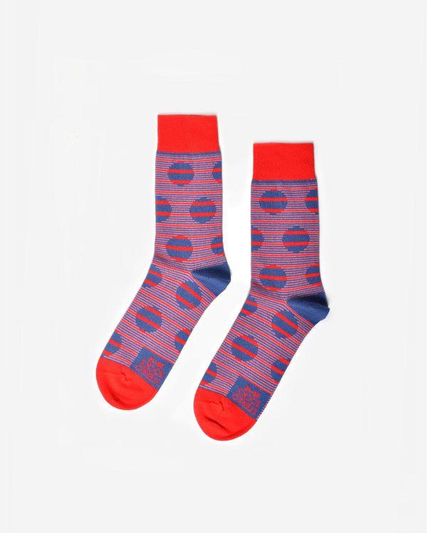 Rote Socken mit Streifen und Punkten